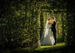 Bryllupsfotograf i de geometriske haver i Herning
