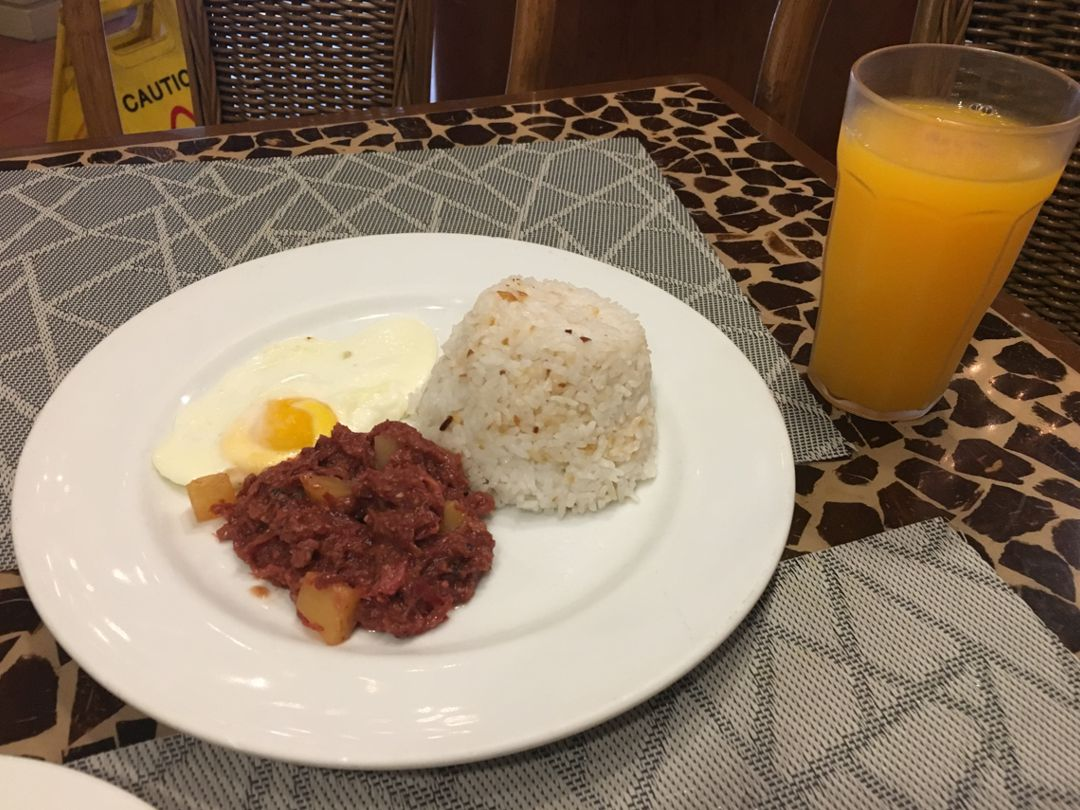 Plain rice,corned beef and omelette for breakfast