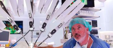 Dutch Surgeons Use Robot in Sophisticated Microsurgery