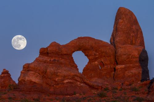 Supermoon at Turret Arch