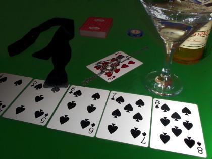 Algerian Love Knot on a card table
