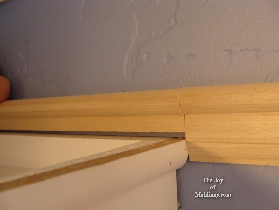picture rail molding above kitchen cabinets