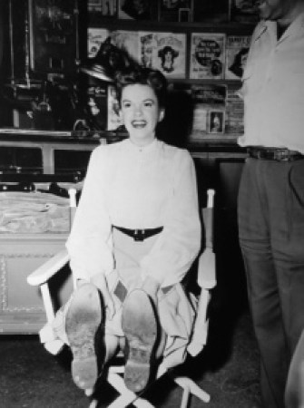 "Judy Garland on the set of ""In The Good Old Summertime"""