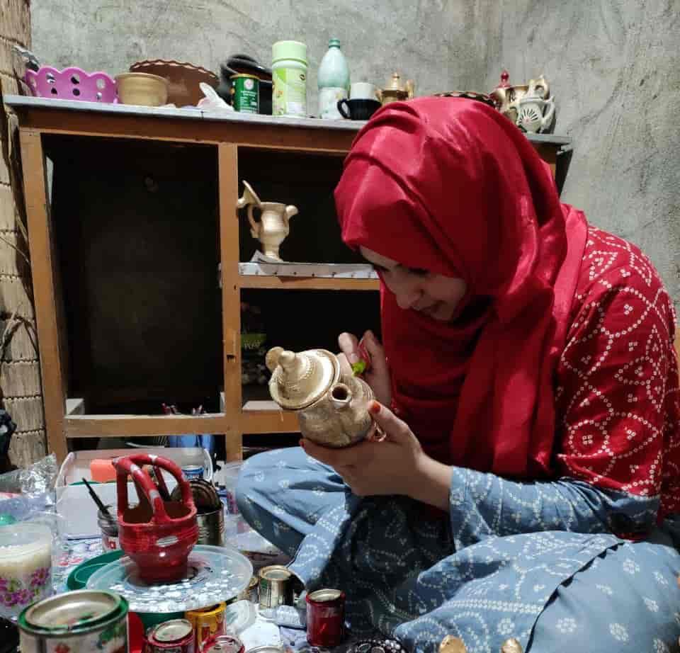 Kashmir, kashmir entrepreneur, Kashmir art, kashmir clay art, clay art, clay art kashmir, pottery