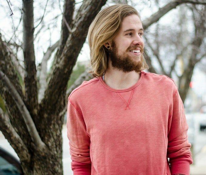 The Kentucky Gent, a Louisville, Kentucky based men's life and style blogger, lightens up in a 21Men Sweatshirt.