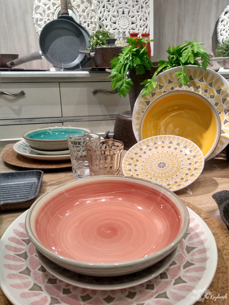 The living coral colour of the year printed on plates, showcases at Ambiente 19 tradefair