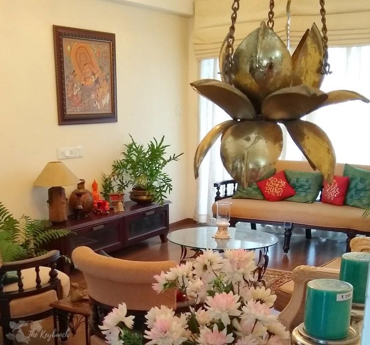 Jayashree Rajan's garden apartment tour on The Keybunch: Living room area
