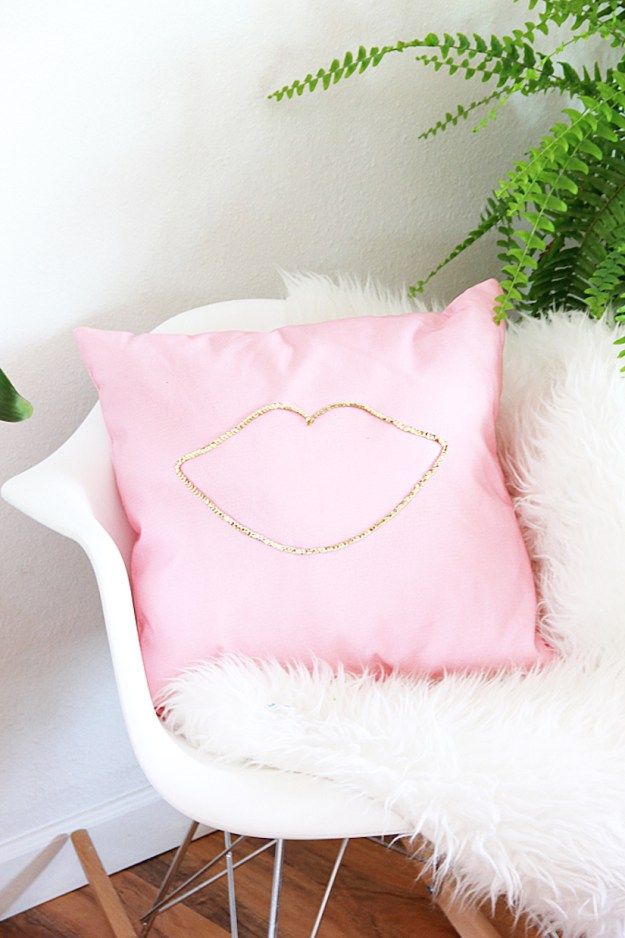 DIY sequin lip pillow