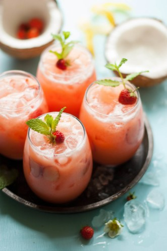 STRAWBERRY DETOX WATER RECIPES FOR FAT BURNING