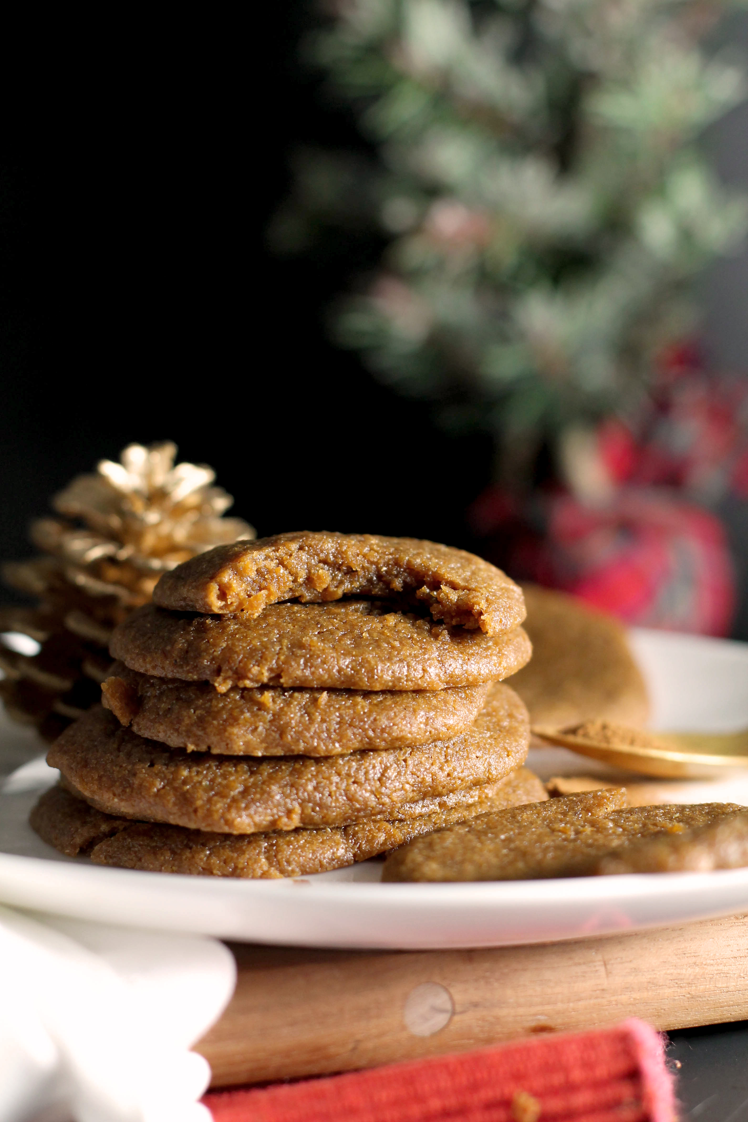 Vegan gingerbread cookies that are absolutely delicious! They're naturally sweet, filled with flavor, and the perfect dessert. Serve them with some hot cocoa and enjoy the Christmas season with a cozy snack.