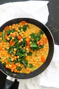 This one pot kale & chickpea curry requires 30 minutes, is vegan and gluten free, and a cozy weeknight dinner. Pair it with some naan bread and brown rice for a healthy and delicious meal that's full of flavor!