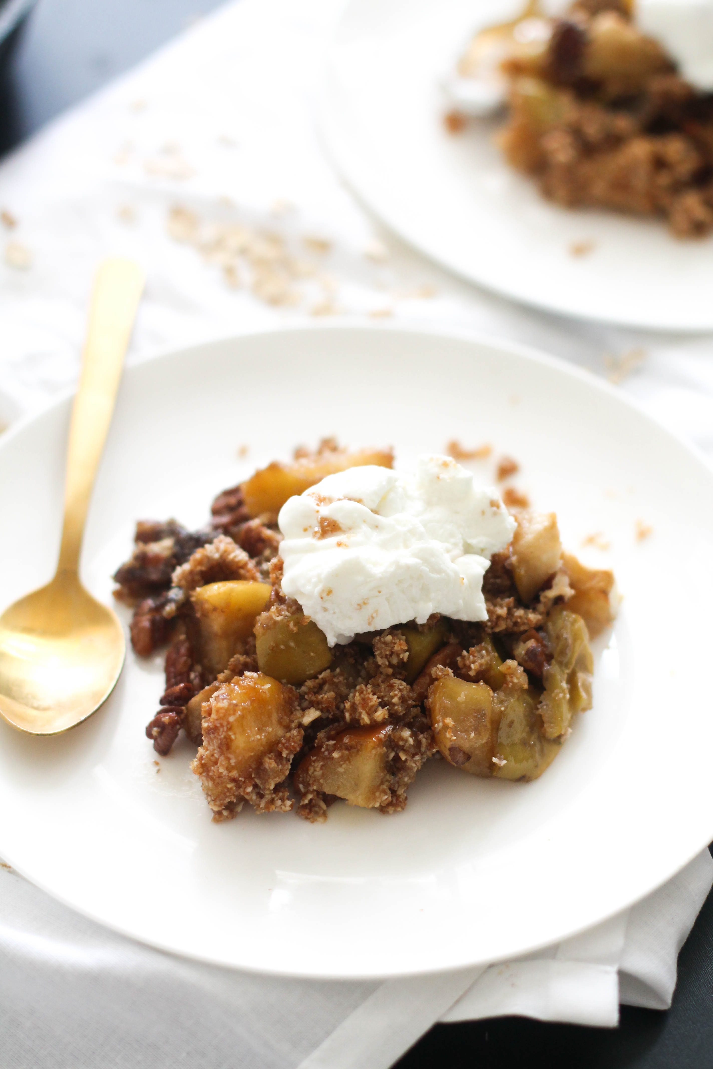 This apple crisp is absolutely perfect! It's vegan, gluten free, refined sugar free, and ready in an under an hour. Made with minimal ingredients and packed with flavor, this is the perfect dessert.