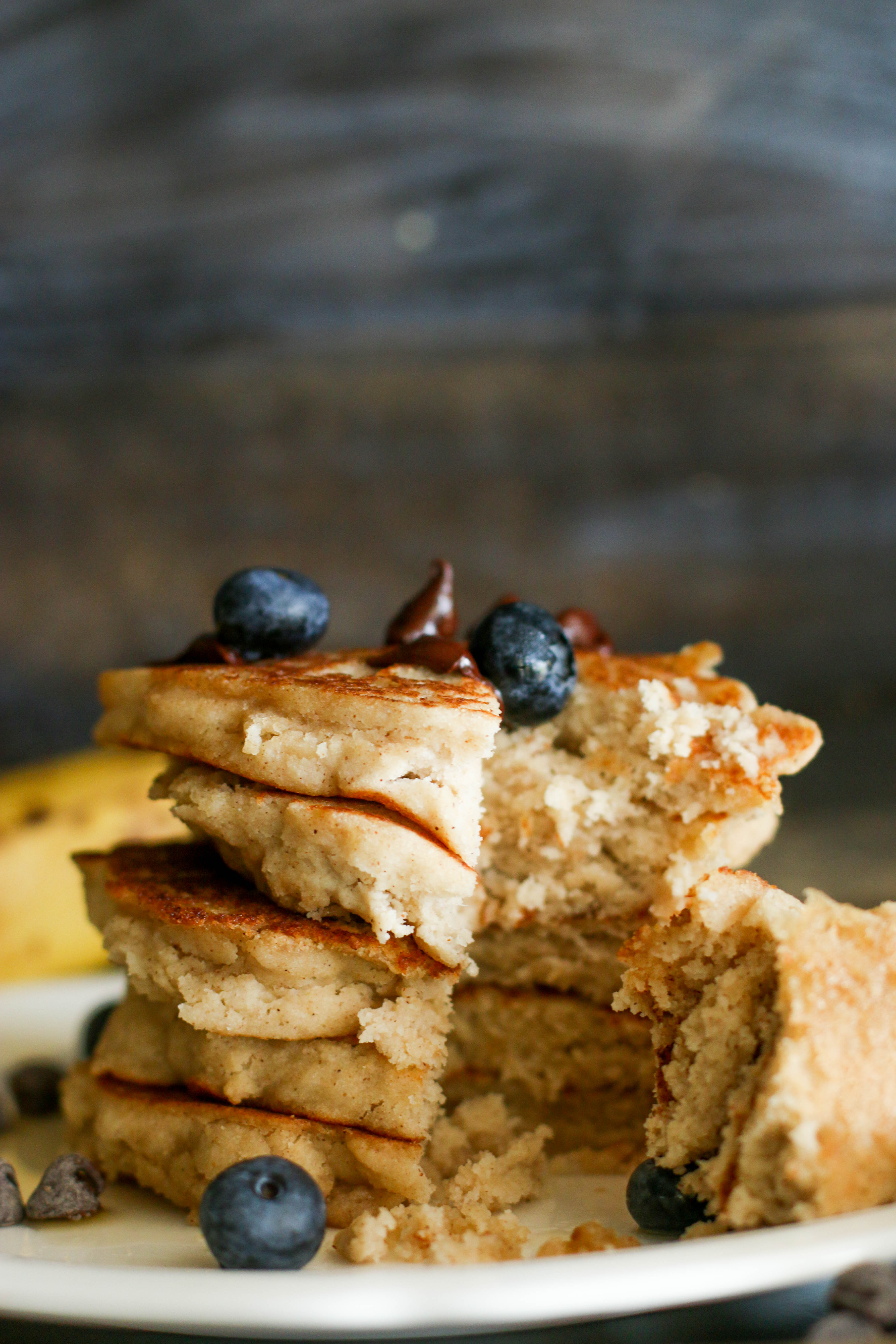 These fluffyvegan & gluten free protein pancakes are easy to make, refined sugarfree, packed with flavor, and the perfect treat! Ready in 3o minutes and packed with protein, they're a great refuel meal.