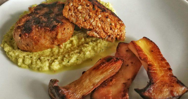 Mini Hamburger al Grano Saraceno con BBQ su crema di Cavolo Rapa e Zenzero con Funghi gratinati