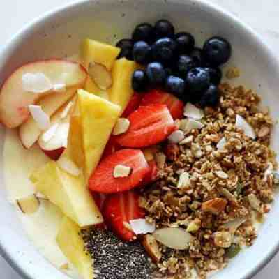 Greek Yoghurt, Honey & Granola Breakfast Bowls
