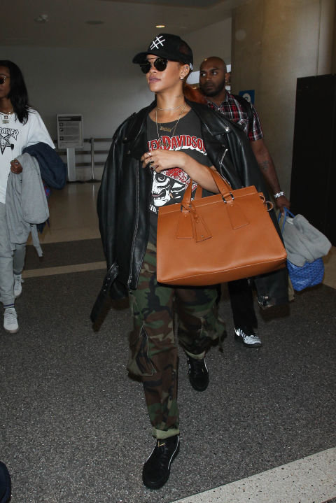 Rihanna at the airport. TRAVELLING IN STYLE | Tips to look like an airport celebrity when you travel | The Lady-like Leopard