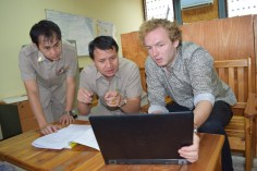 "9:00: Meeting with Saythong Insarn and Vacki Wangyeng – planning the new curriculum for the general mechanics (German: ""Maschinen- und Anlagenführer"")"