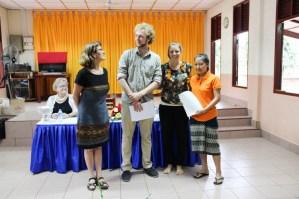 Khanthong Vilaithong receives her certificate