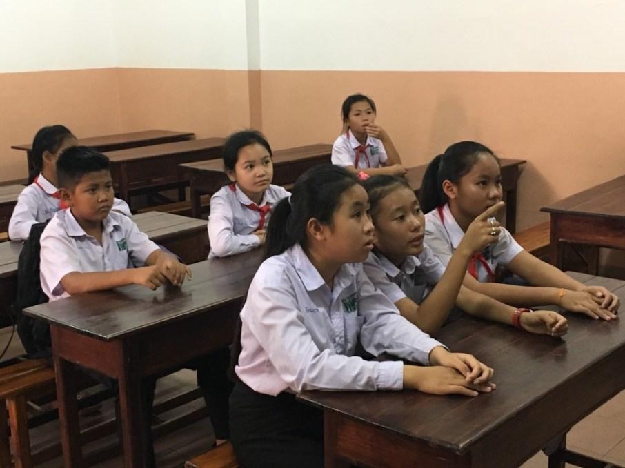 Attentive pupils make sense of English words...