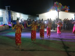The Lao dancers enter the dancefloor...