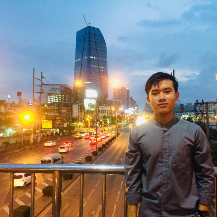 Khamphong likes to visit other cities.