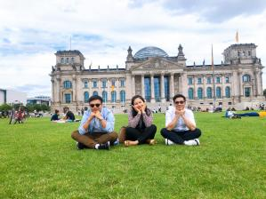 Pretend photos group in the Reichstag Building