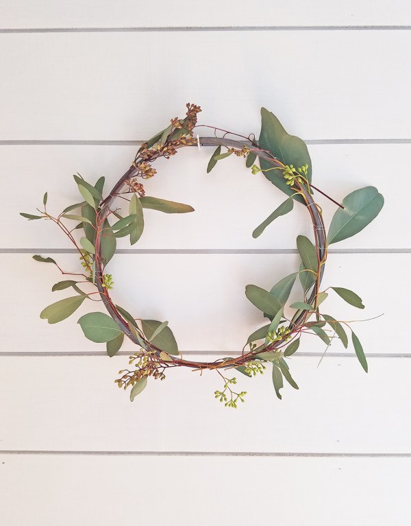DIY Simple Spring Wreath Farmhouse Inspired Spring Decor DIYs