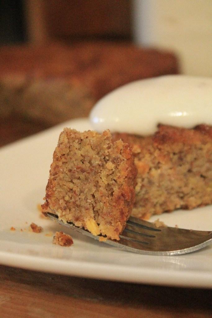 Flourless Apple Cinnamon Cake | The Lazy Vegan Baker