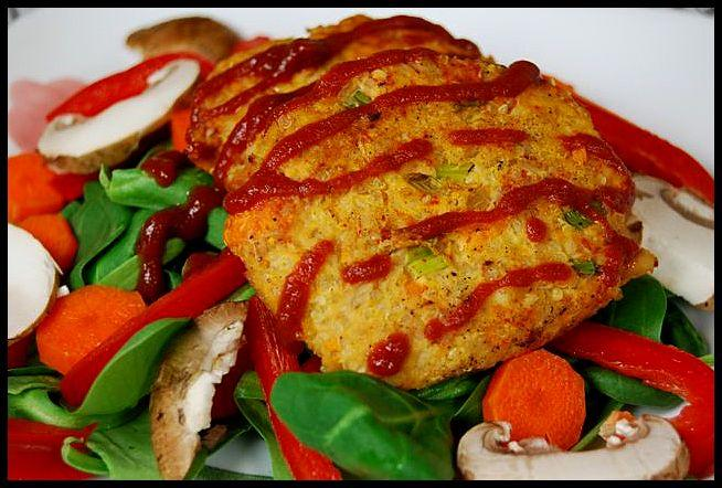These Tuna Quinoa Cakes are protein packed and make a great salad topper!