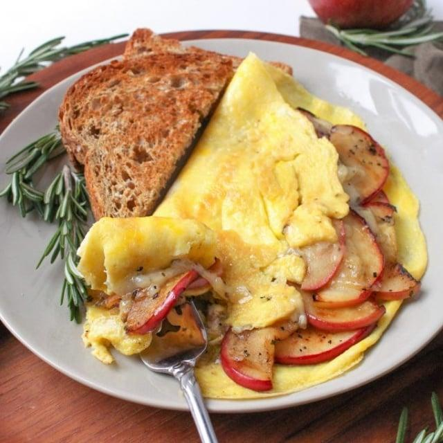 apple cheddar omelet