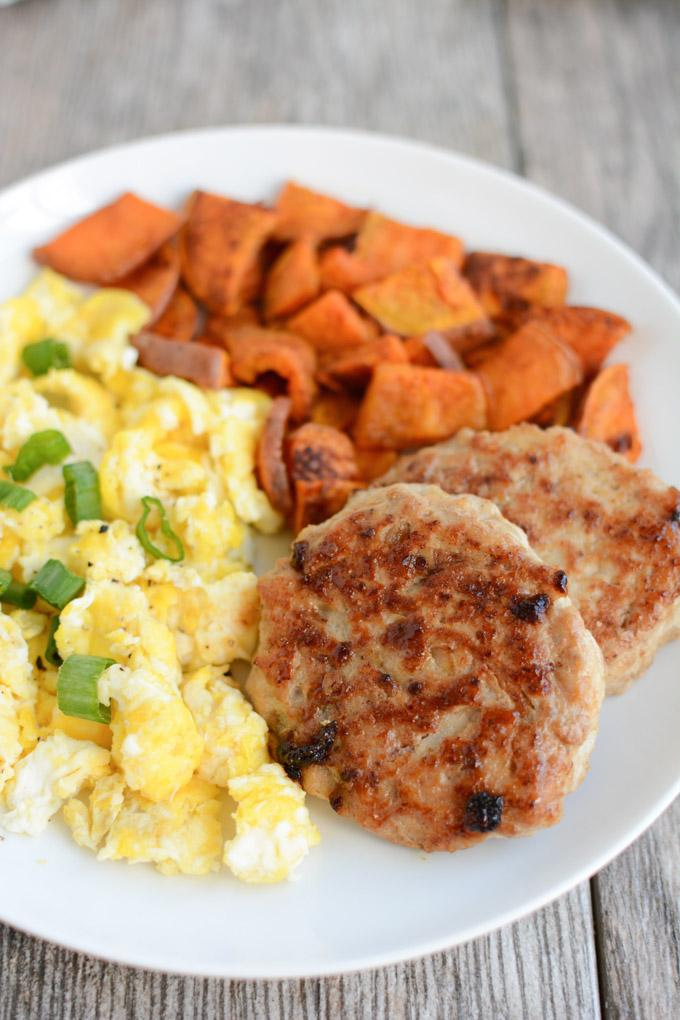 This recipe for Maple Apple Breakfast Sausage is the perfect addition to your weekend breakfast or brunch! Made with ground chicken, it's simple, lean and flavorful!
