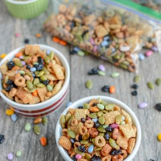 This nut-free Toddler-Friendly Trail Mix is the perfect make-ahead snack. Make a batch during your food prep session and portion into bags for kids to eat throughout the week.