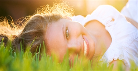 positive_happy_girl_outside_735_240466