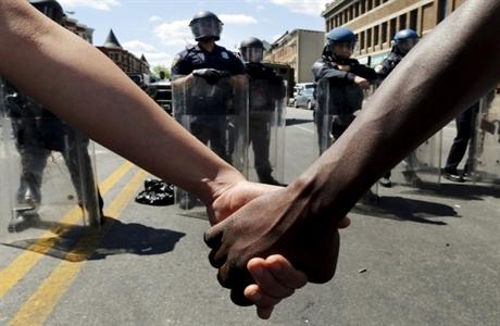 usa-police-baltimore-april-28-2015-freddie-gray-protests.jpg460