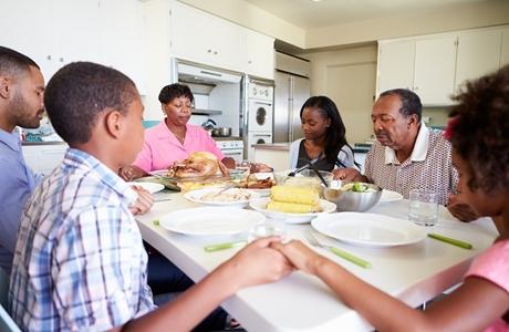 Multi-Generation-Family-Praying-Dinner-460