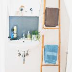 Kleine badkamer tip: ladder voor handdoeken
