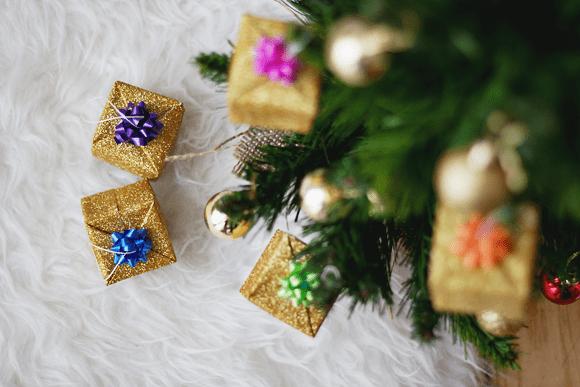 DIY pakjes kerstboomhangers