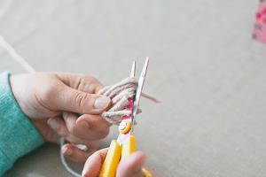 DIY: slinger met flosjes (tassels)