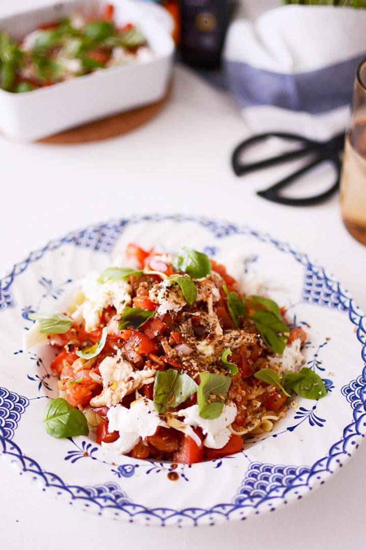 Italiaanse pasta met verse tomaten