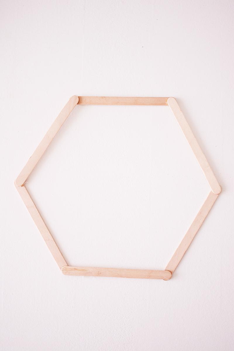 maak-zelf-een-zeshoekig-wandkastje-4-van-12