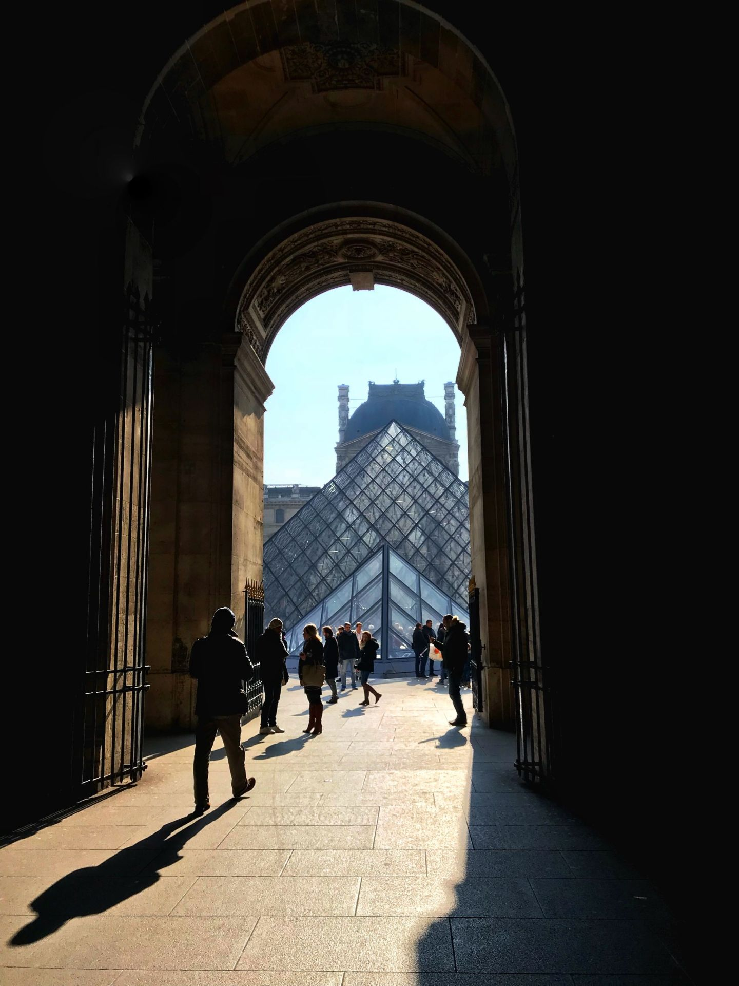 glimpsing and seeing the Louvre for the first time