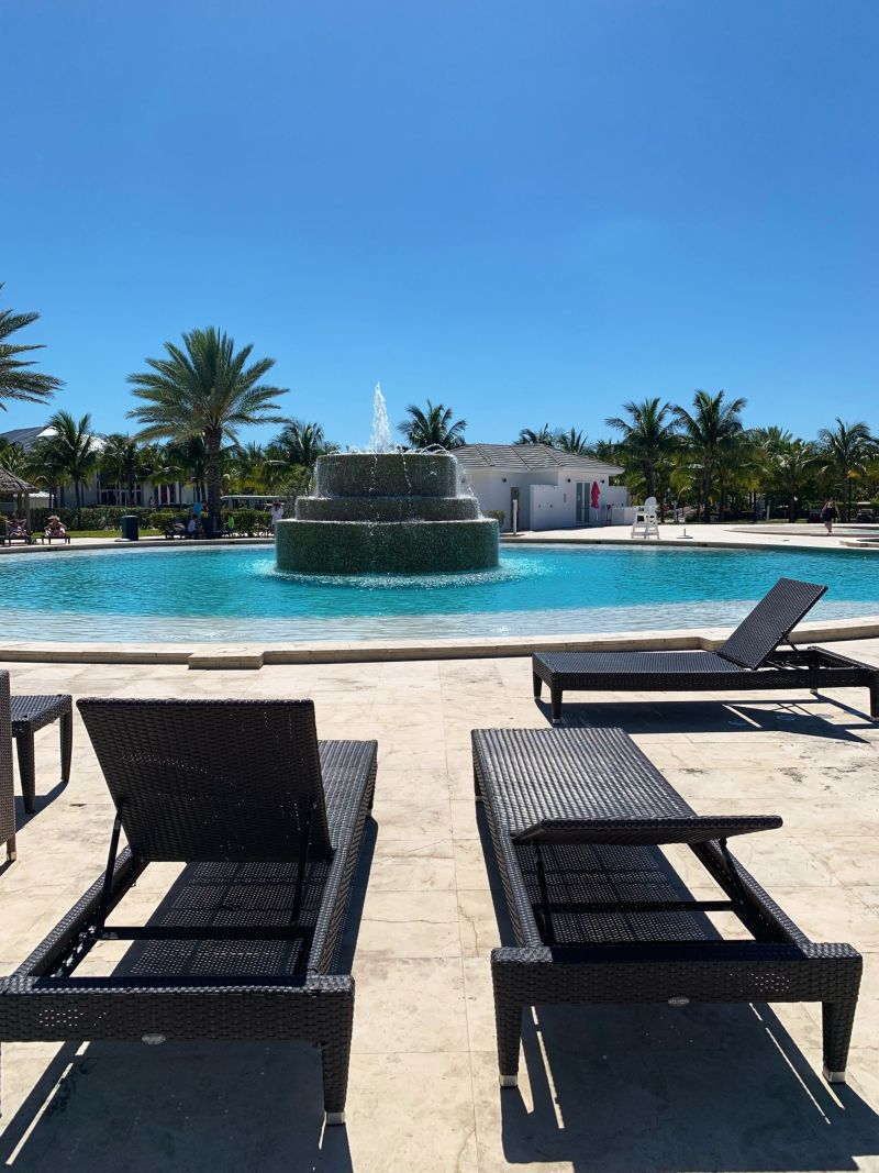 Sun-loungers-all-round-at-Bimini-Hilton-World-Resort