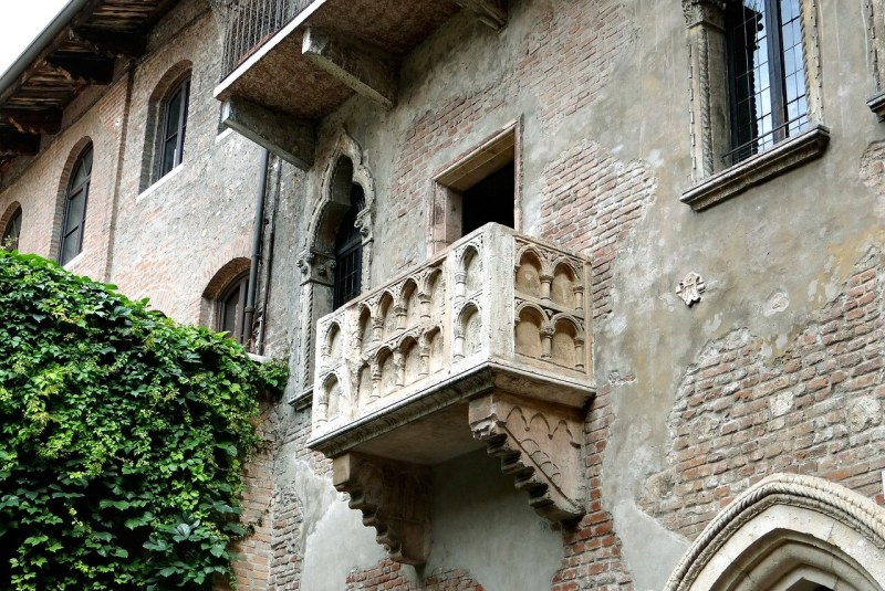 Visit Juliet's Balcony in Verona - Romeo and Juliet Italy Bucket List