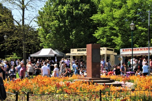 The hot Sun brought out the crowds in the beautiful Remembrance Gardens