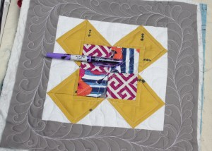 Custom Free Motion Quilting Quilt As You Go Blocks | Free motion quilting Tips and Tutorial on the blog