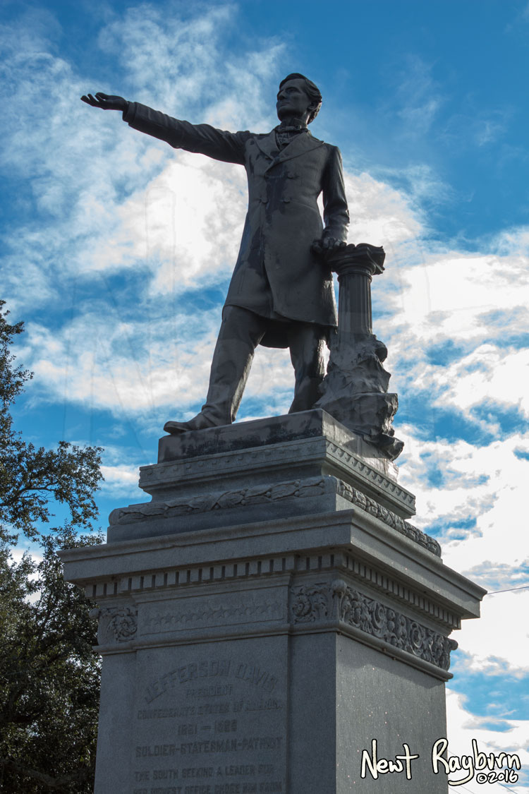 The Jeff Davis Monument on January 2, 2016, at the intersection of Canal Boulevard and Jefferson Davis Parkway in New Orleans, Louisisana. Photograph © 2016 Newt Rayburn – newtrayburn@gmail.com