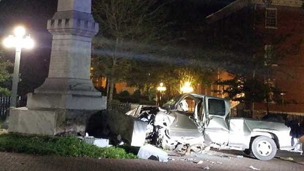 Photographs: Someone Rammed a Truck into Ole Miss' Confederate Statue