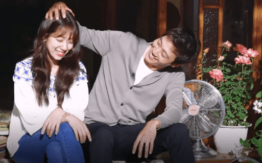 Doctors: Park Shin Hye And Kim Rae Won Poster Making Video shows the two co-stars acting out a scene and getting photographed at the same time.