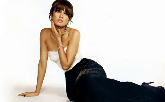 Bond Girl Olga Kurylenko Answers How She Contracted & Was Treated For Corona Virus, Thanks The NHS
