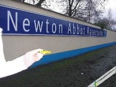 After disproving of the slow a careful driving displayed by Ian's students something more run was in order and LEFty felt much more at home with the gee-gees at the Newton Abbot Race Course: